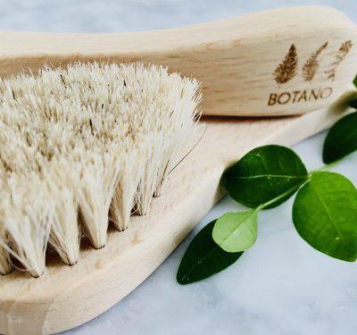 Botano Botano szczotka do masażu twarzy i peelingu na sucho z naturalnym włosiem 1547